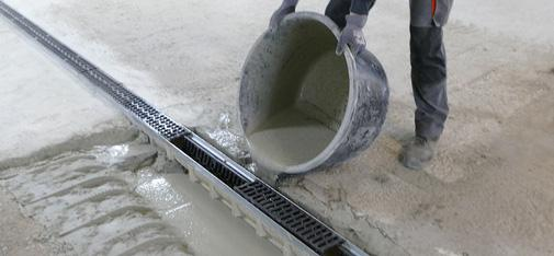 Repair of a drainage channel in an underground car park using Emcekrete 50 A. The new, slow-hardening grouting concrete from MC-Bauchemie can be used both for large-volume applications with layer thicknesses up to 320 mm and as a repair mortar according to German code RL-SIB.