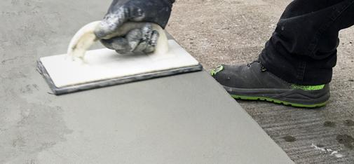 The range of application of the new fine filler of MC-Bauchemie Emcefix floor is broad. It is suitable for both small blemishes and major patching repairs on screed and concrete floors in as well as for the repair of steps, stairs, landings and plinths.