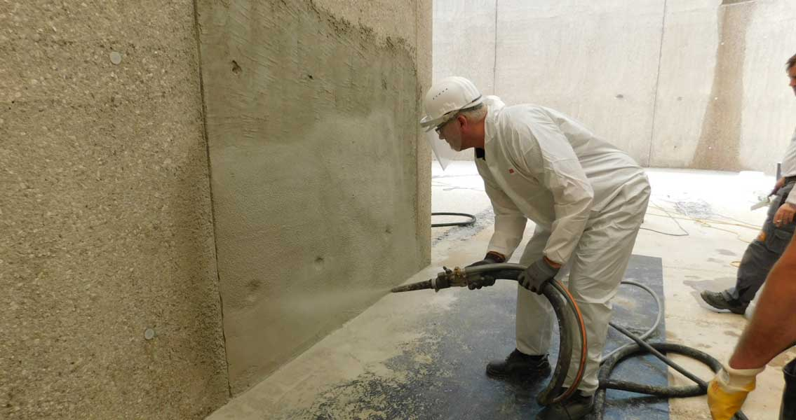 Wall surfaces coating with MC-RIM PROTECT