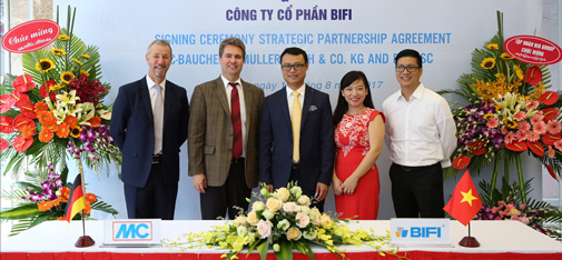 The Board of Directors of MC-BIFI Bauchemie at the contract-signing ceremony held in Hanoi in August 2017 to establish the joint venture.